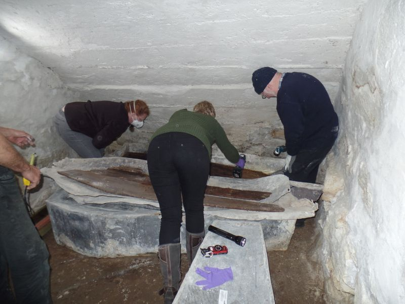 Whose buried in the Old Foxes tomb?